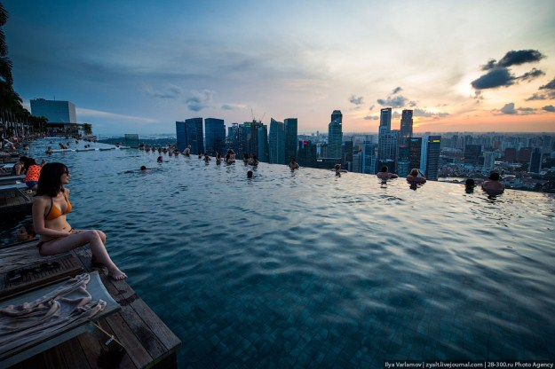 Amazing Infinity Pool On Marina Bay Sand Hotel In Singapore Cat In Water