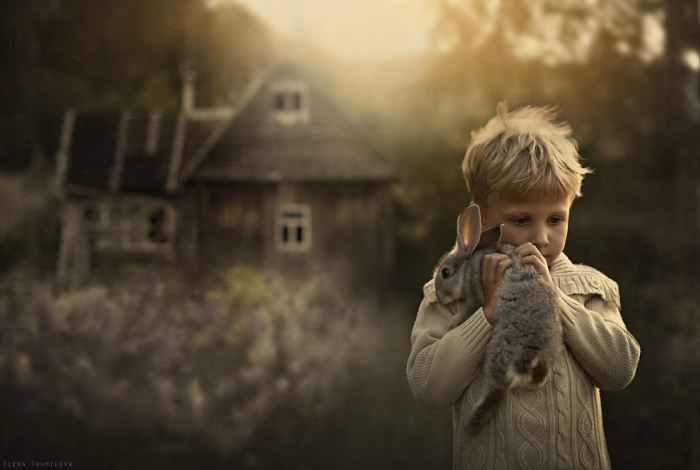 18Mother Takes Marvelous Photos of Her Children and Animals on Their Farm