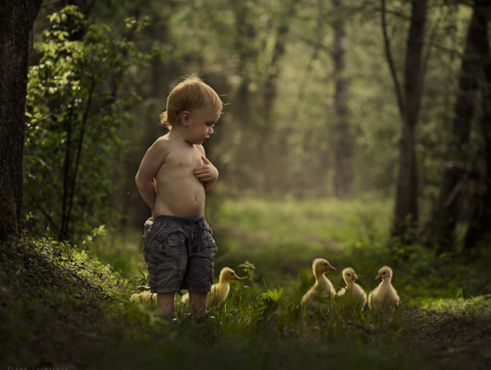 20Mother Takes Marvelous Photos of Her Children and Animals on Their Farm
