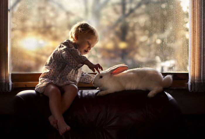 11Mother Takes Marvelous Photos of Her Children and Animals on Their Farm