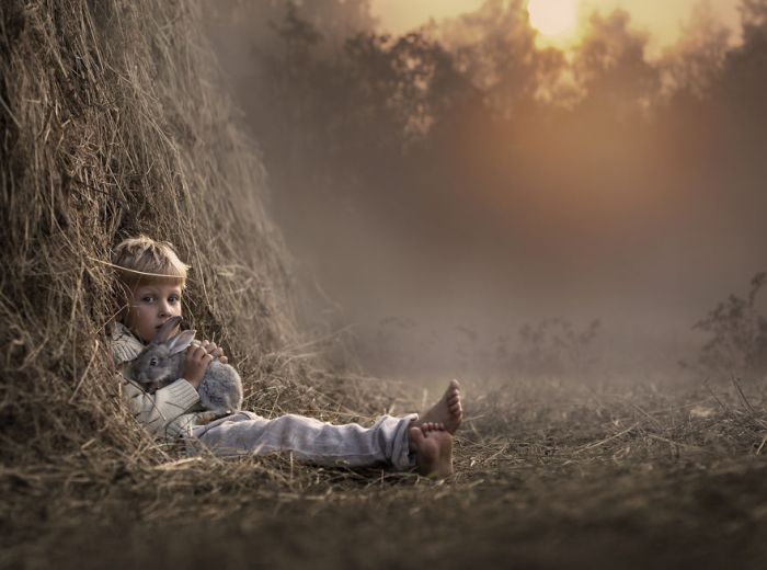 14Mother Takes Marvelous Photos of Her Children and Animals on Their Farm